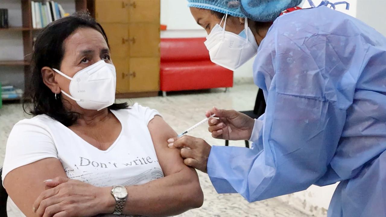 Avanza con éxito plan de vacunación para mayores de 60 años en Galapa
